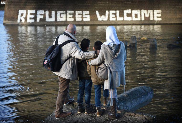 Januari 2016: Mohannad en zijn gezin aan de Waalkade in Nijmegen. Hun eerste verblijfplaats in Nederland is Heumensoord. Beeld Marcel van den Bergh