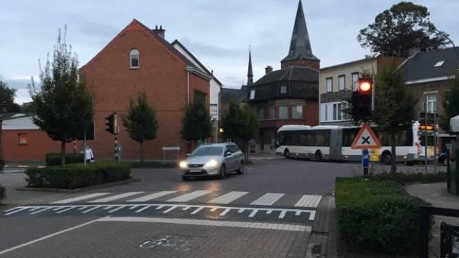 Vlotter verkeer op kruispunt van Dorpstraat en Pastoor Coplaan dankzij nieuwe lichten
