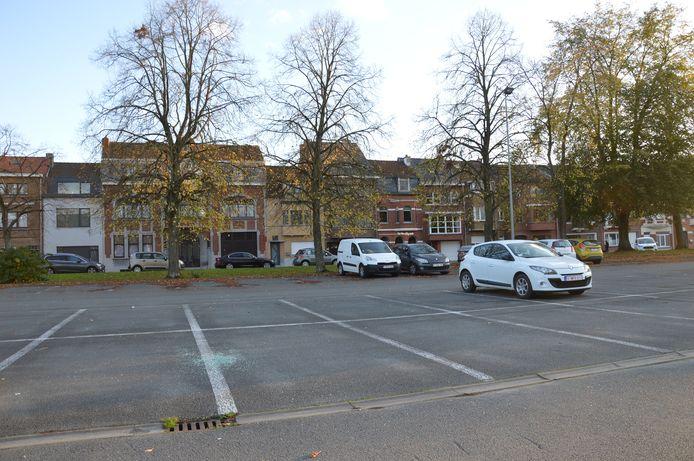 De pendelparking aan het station van Ninove. Alleen in het weekend is er voldoende plaats vrij.