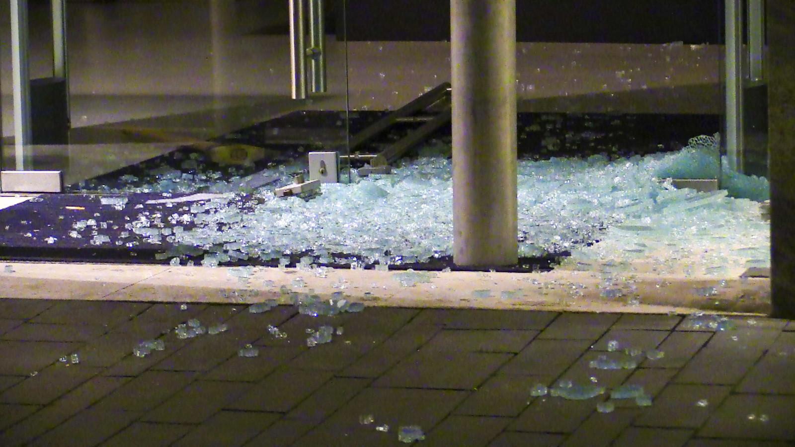 Veel schade bij kledingzaak Jurgen Langezaal in Enschede na een brutale inbraak.