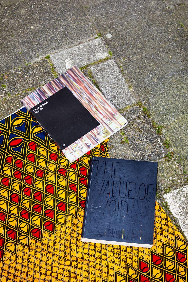 Niet te slijten: twee kunstboeken, Stunde van David Schnell en The Value of Void van Navid Nuur. Beeld Marie Wanders