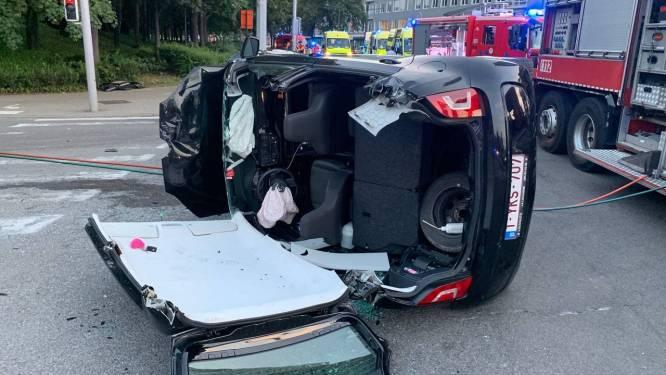 Baby naar ziekenhuis na botsing tussen twee auto's