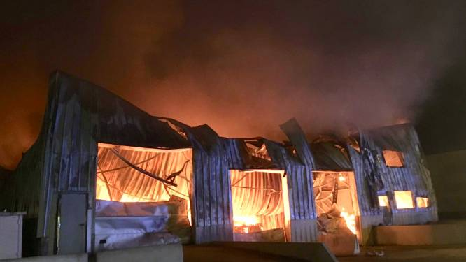 """Zaakvoerder wafelbakkerij Dimabel ziet levenswerk in vlammen opgaan: """"Ik kon niks meer redden"""""""
