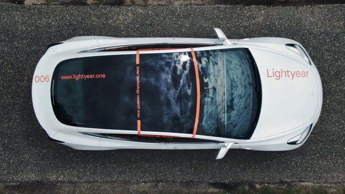 Zonnepanelen op de Tesla Model 3 van Lightyear