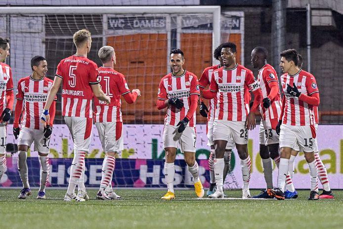 PSV viert de 0-2.