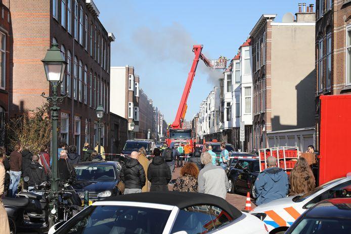 Er is vanochtend brand uitgebroken in een woning aan de Haagse Ampèrestraat.