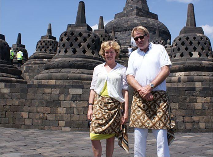 Jaap Smit samen met zijn vrouw tijdens een verblijf in Indonesië.