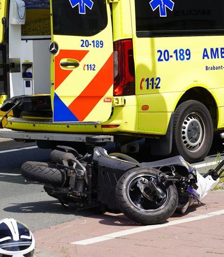 Scooterles gaat mis in Dongen: jonge bestuurster gewond bij botsing tegen vrachtwagen