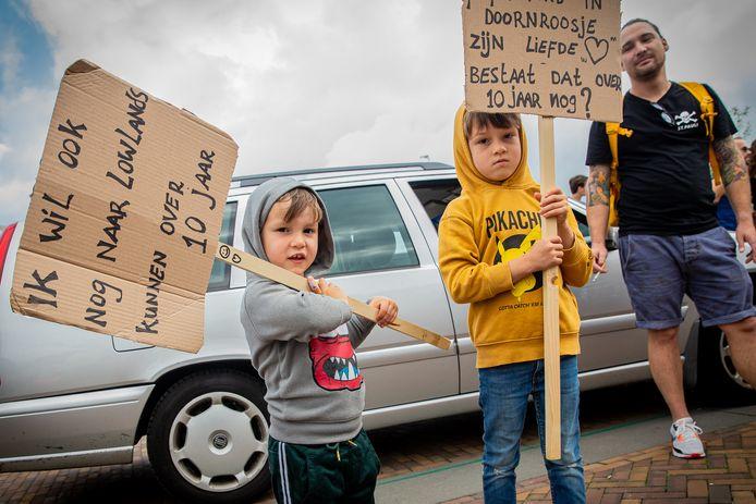 De protestmars Unmute Us op de Waalkade in Nijmegen trok zaterdag demonstranten van alle leeftijdsgroepen