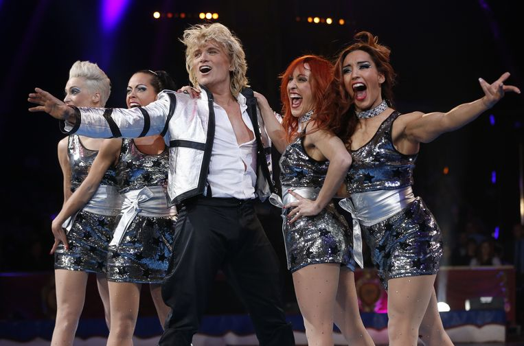 Dutch illusionist Hans Klok performs during the 38th Monte-Carlo International Circus Festival in Monaco on January 16, 2014. The International Circus Festival will take place from January 16 to January 26, 2014.  AFP PHOTO POOL / VALERY HACHE Beeld AFP