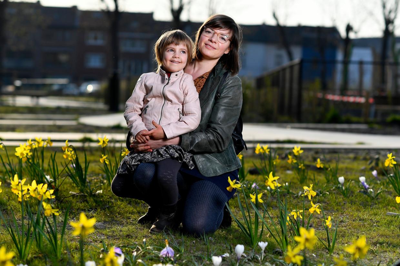 Melissa en haar dochtertje Emmy (4) hebben sinds gisteren hun man en papa terug thuis. Beeld Photo News