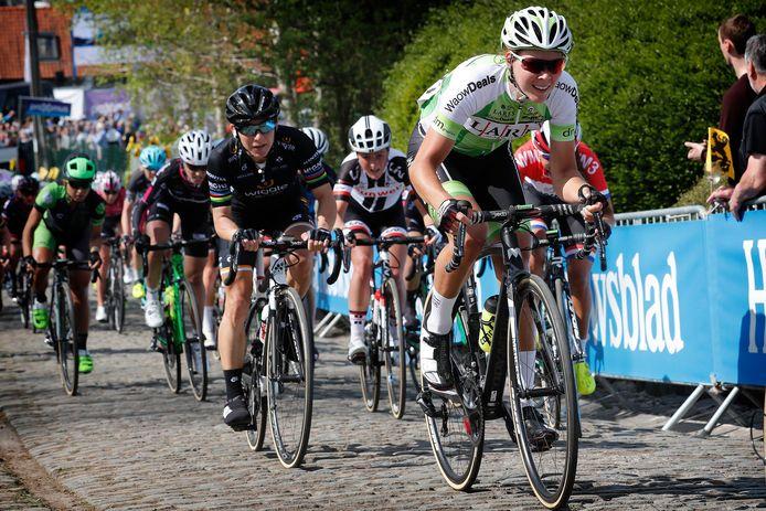 Thalita de Jong op kop tijdens de Ronde van Vlaanderen.