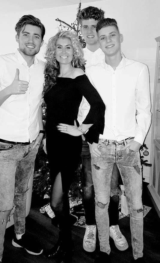 Elles Kriek met zoons in december 2017.