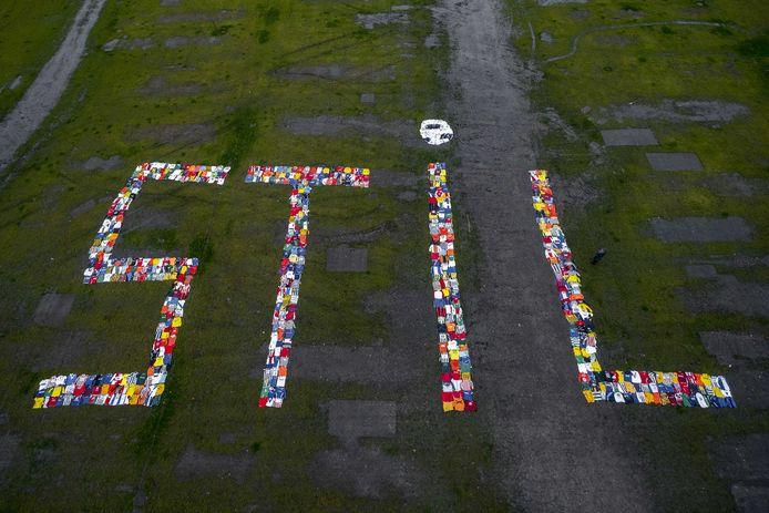 Shirts van amateurclubs op het Malieveld tijdens een demonstratie van de KNVB, begin december. Het amateurvoetbal ligt nog altijd stil.