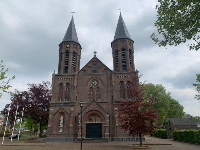 De kerk Heilige Martelaren van Gorkum aan de Erasstraat in Kaatsheuvel.