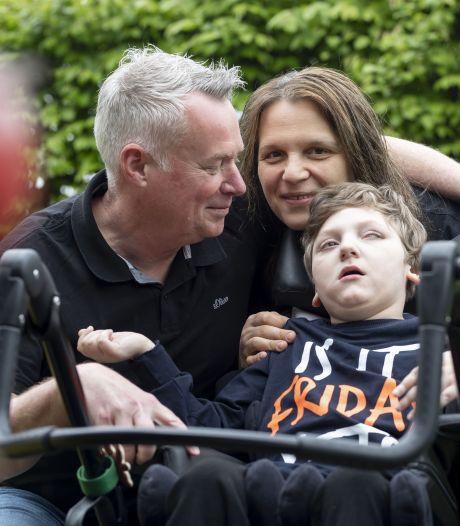 Willy en Ivana uit Enschede vechten voor meervoudig gehandicapte zoon Danilo: 'Hij was de hele tijd aan het huilen van de pijn'