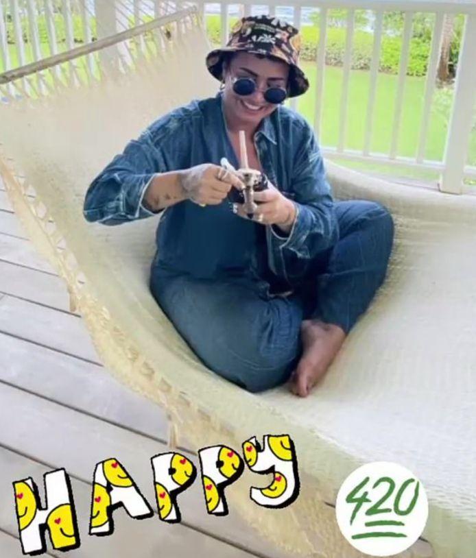 Demi Lovato rookt cannabis.