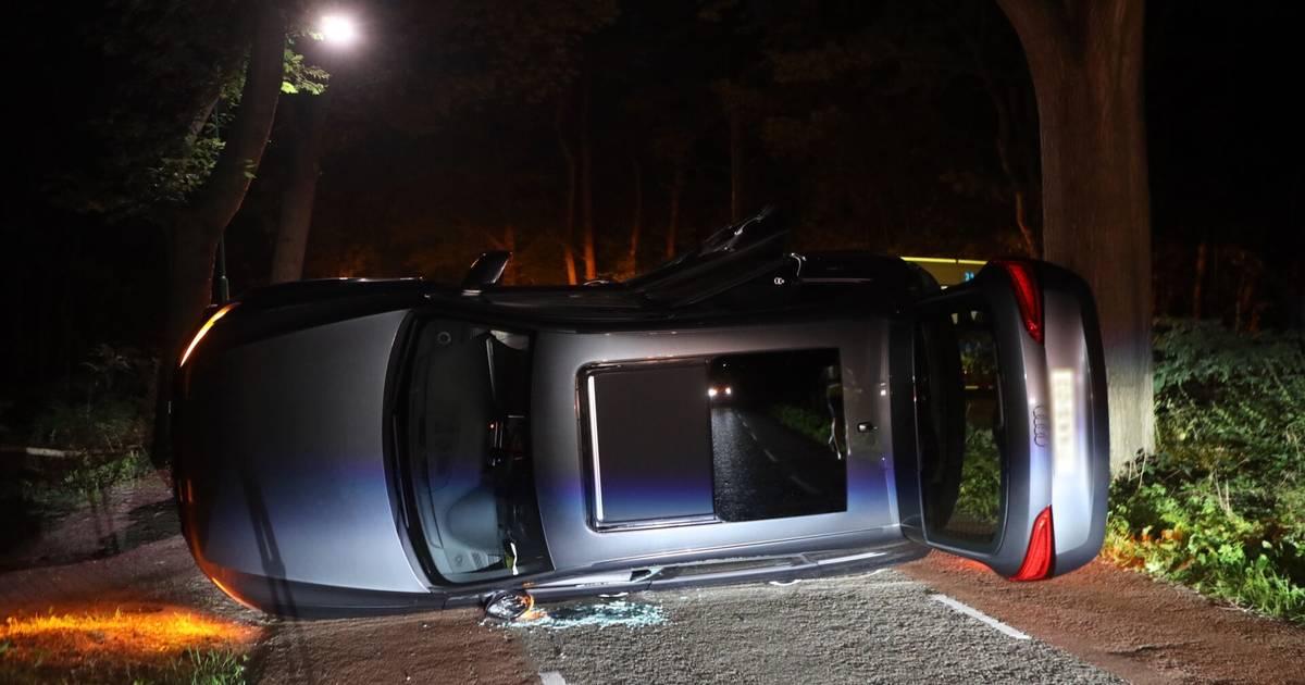 Auto belandt op zijn kant na harde botsing in Nistelrode.