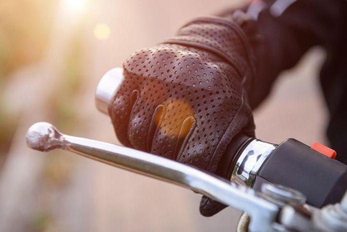 Illustratiebeeld - De motorfiets van de man was opgefokt.