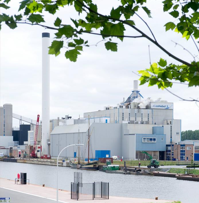 Akzo Nobel loost restwarmte op Twentekanaal, straks wordt deze warmte gebruikt voor stadsverwarming