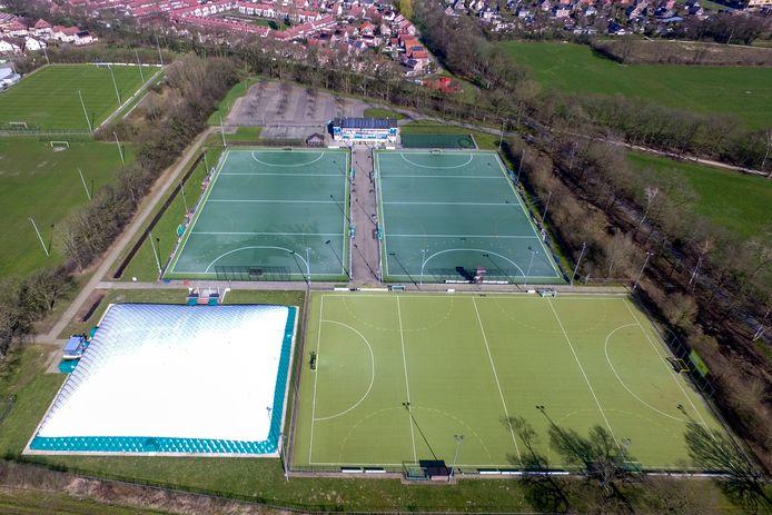 Het complex op de Vijfhoek van de Deventer hockeyclub.
