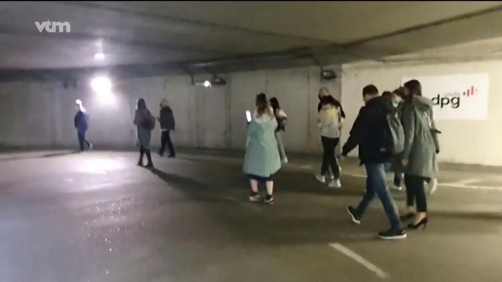 Gebouw in Antwerpen wordt weer vrijgegeven, werknemers kunnen weer naar binnen via de ondergrondse parking.
