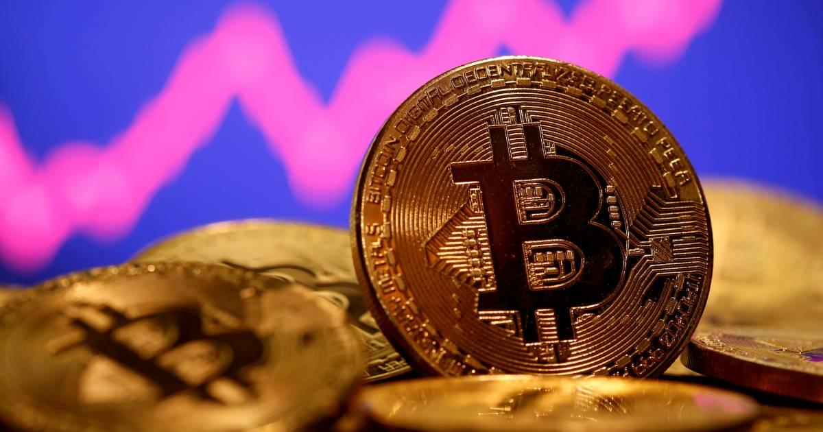 Koers bitcoin bereikt opnieuw record en doorbreekt en passant 50.000 euro-grens - AD.nl