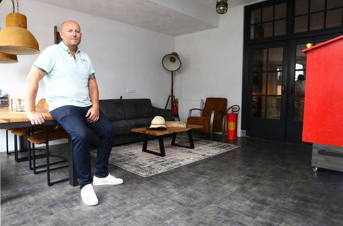 Marcel van Burgsteden in het gezinsappartement in de voormalige brandweerkazerne van Kaatsheuvel.