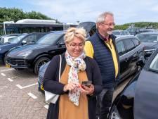 Meer dan 5 euro betalen voor een uurtje parkeren? Geen probleem, vinden deze toeristen in Domburg