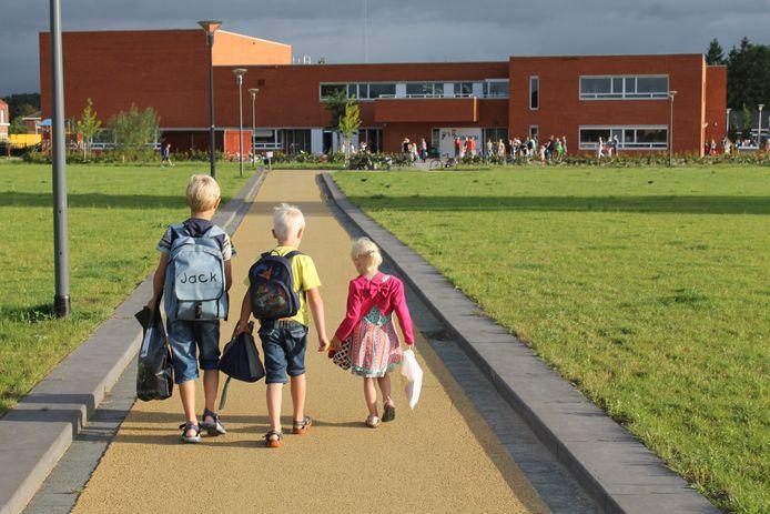 De nieuwe Gijminkschool aan de Lindelaan. Midden in de volledig gerenoveerde wijk 't Gijmink, betrokken de leerlingen van de basisschool eind 2011 het moderne, nieuwe gebouw. foto ods 't Gijmink