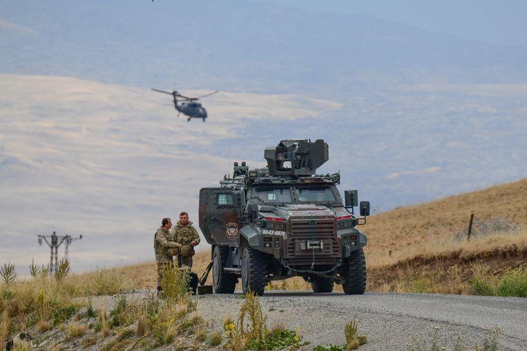 Turkse militairen patrouilleren nabij de stad Van.  Beeld Brunopress