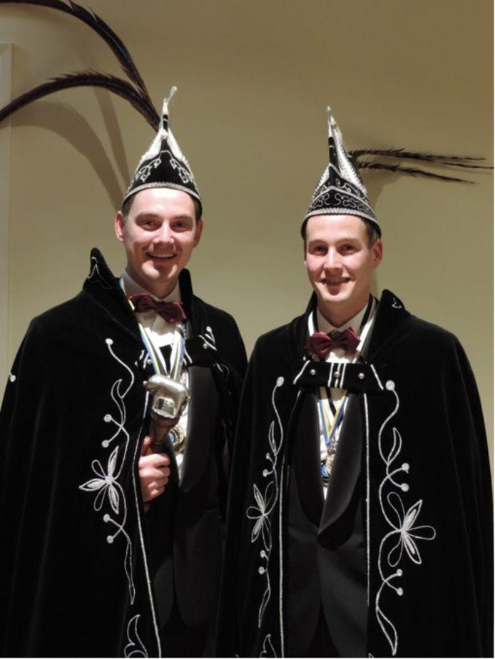 Prins Dennis 1 (links) en adjudant Bas gaan heersen over het Knorrepottenrijk
