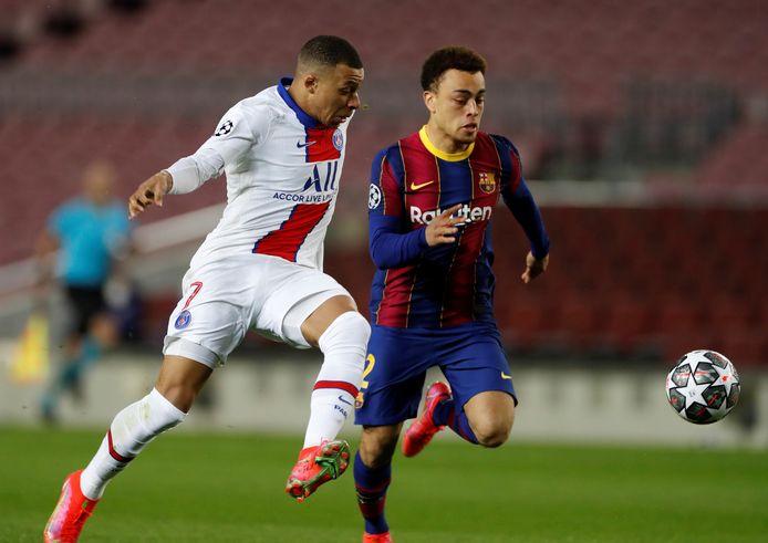 Sergiño Dest werd na de wedstrijd van afgelopen dinsdag tegen PSG in de Spaanse media flink bekritiseerd.