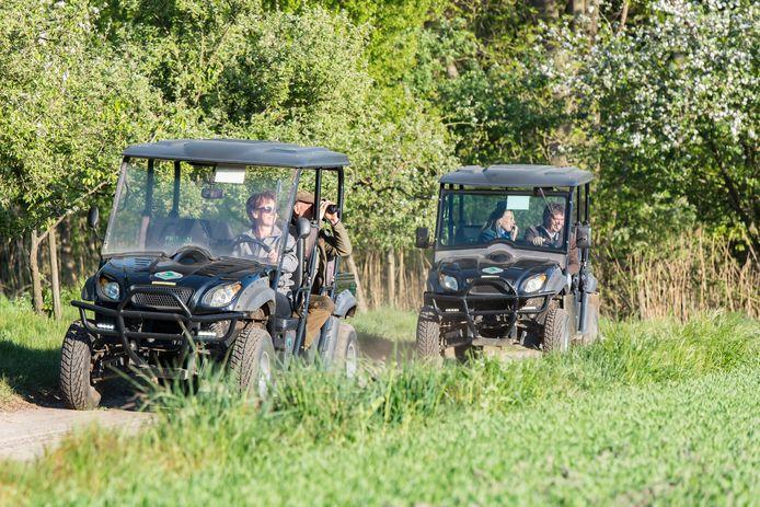 Op safari in elektrische buggy's in het buitengebied van Winterswijk.