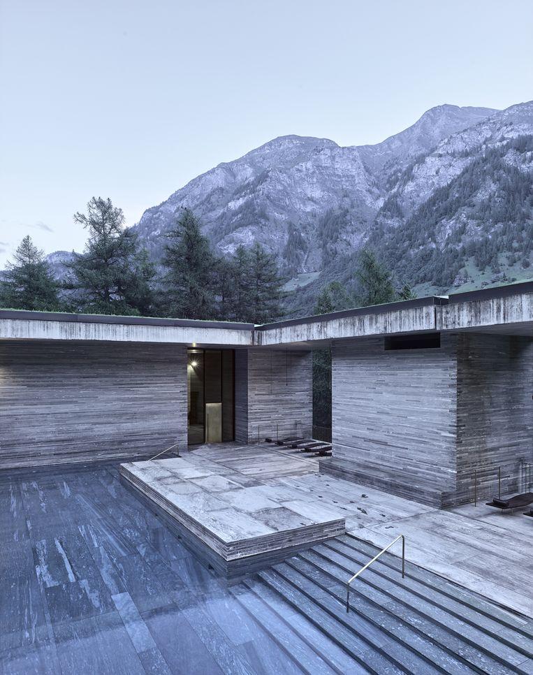 Het 7132 Hotel in Vals, ontworpen door Peter Zumthor, Zwitserland. Beeld Fabrice Fouillet