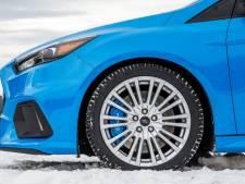 Dit moet je doen wanneer je auto niet wegkomt in de sneeuw