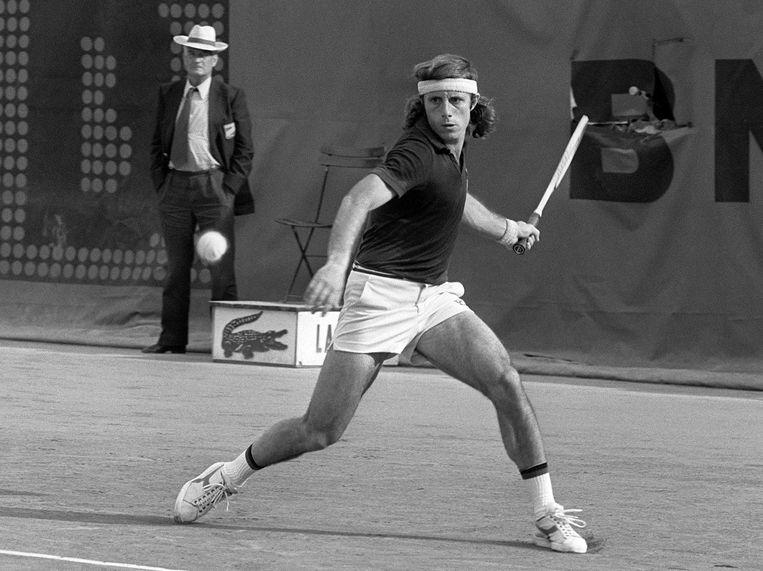 Argentijn Guillermo Vilas op Roland Garros in 1976. Een jaar later won hij het toernooi, net als de US Open. In 1978 en 1979 won hij ook nog de Australian Open. Beeld anp