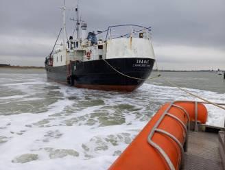 Smokkelboot met 69 vluchtelingen liep zelfs vast in Nieuwpoortse havengeul en politie ging tot twee keer toe aan boord