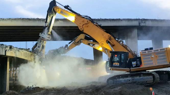 Sloop gestart van bruggen knooppunt Antwerpen-West: kranen knippen zich weg door 2.000 m3 beton