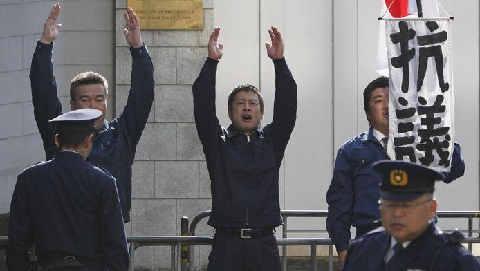 Militants japonais revendiquant l'annexion des îles Kouriles (Territoires du Nord, selon les autorités japonaises)