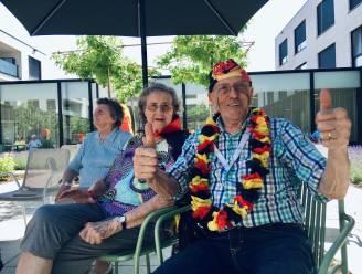 """Bewoners WZC Serrenhof vieren Rode Duivels met potje voetbal tegen elkaar: """"Eindelijk kunnen we weer zorgeloos samen zijn"""""""