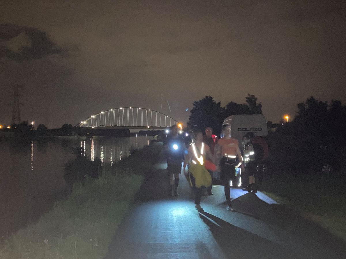 Nachtwandelen bij volle maan langs het kanaal ter hoogte van Viersel