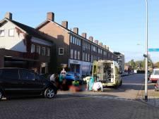 Man in rolstoel gewond naar ziekenhuis na botsing met auto op kruispunt in Waalwijk