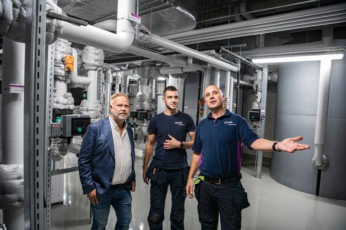 Frank Dekkers, Richie Wagener en Twan Wagener (v.l.n.r.) van DKC in de technische ruimte van horecagroothandel Chef's Culinar op bedrijventerrein Bijsterhuizen.