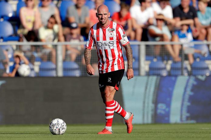 Bryan Smeets aan de bal tegen PEC Zwolle.