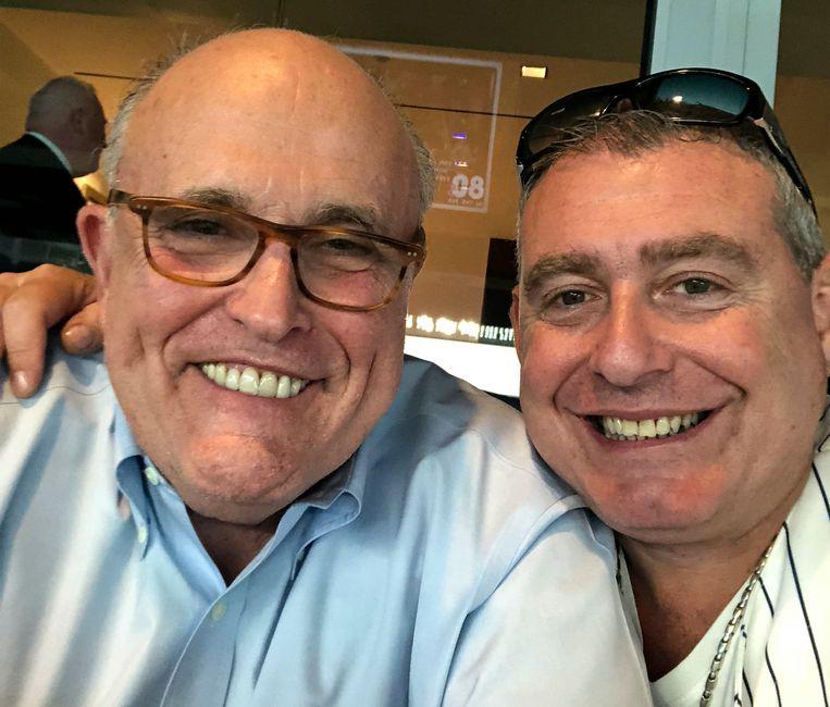 Rudy Giuliani, hier op de foto met zijn 'fixer' Lev Parnas.