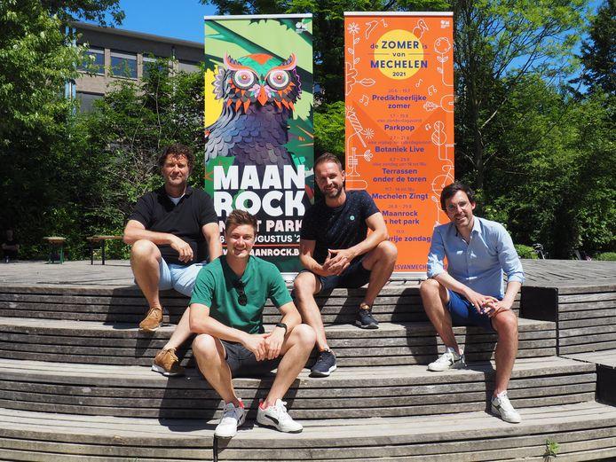 Christian Michiels (Horeca Mechelen), Mats Walschaers (De Koer), Kristof Schippers (Terrazza) en Kristof Calvo (Mechelen Feest) bij de voorstelling van het programma van De Zomer is van Mechelen op het podium in de Kruidtuin.