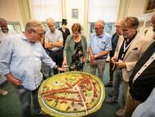 Verhalen en weetjes komen los bij onthulling stadsmaquette van middeleeuws Rijssen