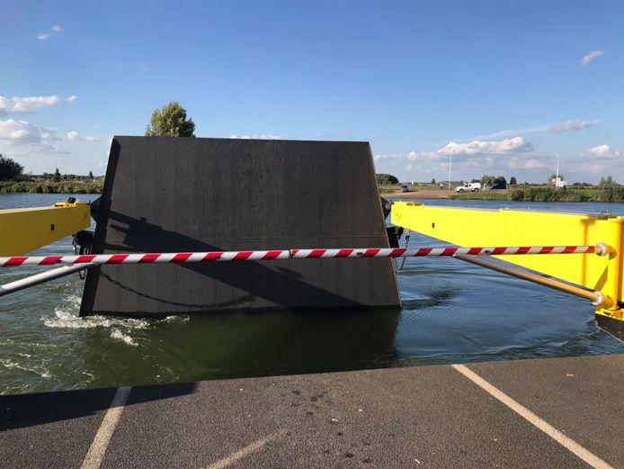 Veerpont tussen Alphen en Oijen stond maandagmiddag vast door een losgeschoten klep