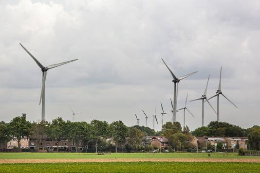 Bewoners vinden dat er al genoeg windmolens in hun buurt staan. Ambtenaren zeiden, zoals hen was geïnstrueerd, te snappen dat ze niet gelukkig zijn dat er nog meer bij komen.